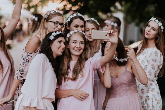 Profesjonalny fotograf na wieczór panieński to z całą pewnością doskonały pomysł, aby uwiecznić ostatnie chwile panieństwa w gronie przyjaciółek!