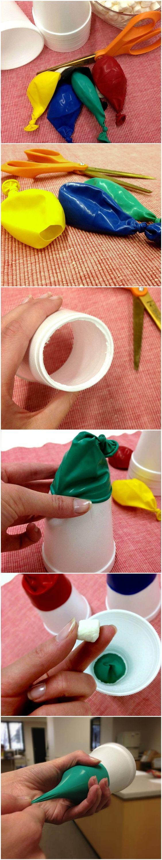 Cañones para Marshmallows: hechos con globos de fiesta y vasos desechables. La explicación gráfica en este pin :-)