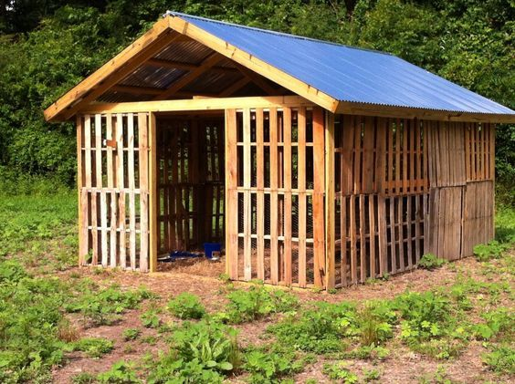 Various Kinds Of Farming Ideas Diy Discovers Goat House Goat Shelter Goat Barn