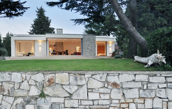 """House in Croatia, by Vienna based architect """"t-hoch-n"""""""