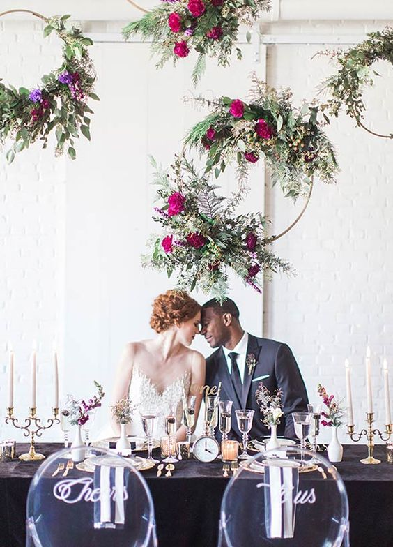 We're calling it now – 2017 will be the year of all things gold. There's nothing like a gilded touch to amp up the glam at your wedding. From stunning hairpieces to jaw dropping centerpieces – the opportunities to add a gold accent to your wedding décor are endless. Check out our top 10 picks! 1. Dr: