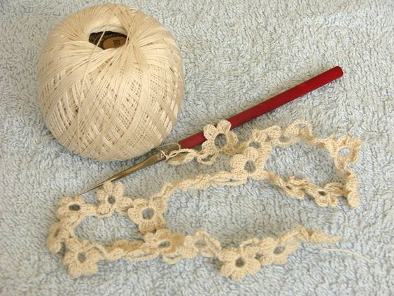 Flower edging or cute garland pattern by Lena. Diagram here http://babysewingpattern.com/uncategorized/crochet-pattern/