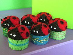felt ladybug pincushions, http://janesdesign.blogspot.com/  #felt, #ladybugs, #pincushion, #DIY,