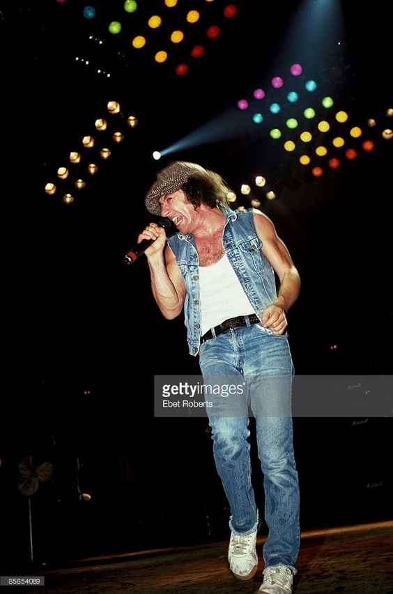 Photo of Brian JOHNSON and AC/DC; Brian Johnson performing on stage