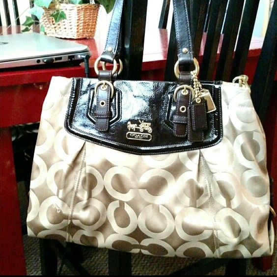 Coach Shoulder Bag Gorgeous brown and gold Coach. Signature fabric with leather trim. Good condition, a couple of very light dirt marks on the back that could be removed with coach cleaner. Great neutral, every day bag. Detachable shoulder strap. Smoke/pet free home. Coach Bags Shoulder Bags