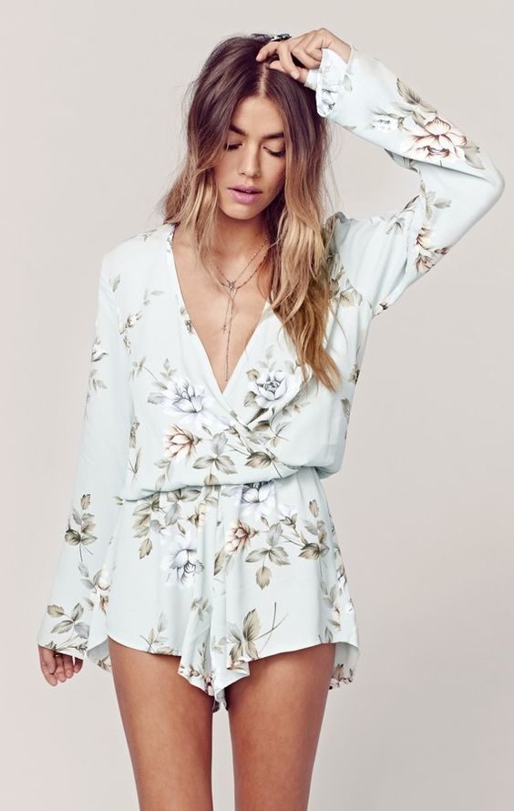 This boho, floral romper is stunning! I love the color of the romper and the print. I love the long sleeves too. It is perfect for spring or summer.