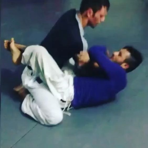 Excelente movimentação! - Excellent movements! #JiuJitsu_Style #Drill #ArmLock (@guthierryfgbjj)