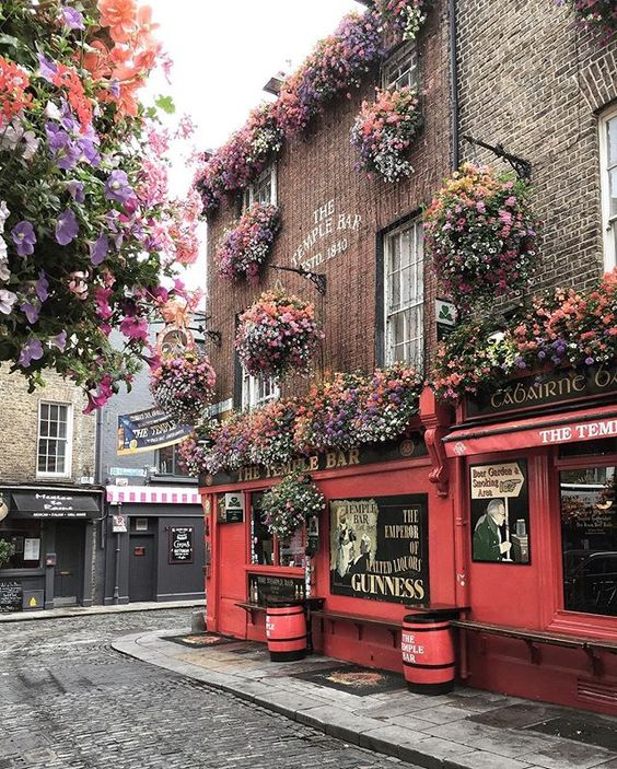 Im sharing a list of the 10 prettiest pubs in #Dublin on the blog today. I even added a map so you dont get lost on your photo pub crawl. Do you agree with my top 10? What pub would you add here? link in bio