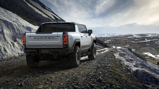 Gmc Hummer Ev Revealed Promises Wrangler Beating Off Road Ability Zero Emissions For 112 595 Hummer Gmc Electric Truck