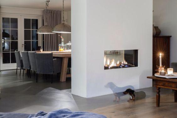 Tunnelhaard als room divider tussen eetkamer en woonkamer sfeer interieur kollershoeve - Eetkamer en woonkamer ...