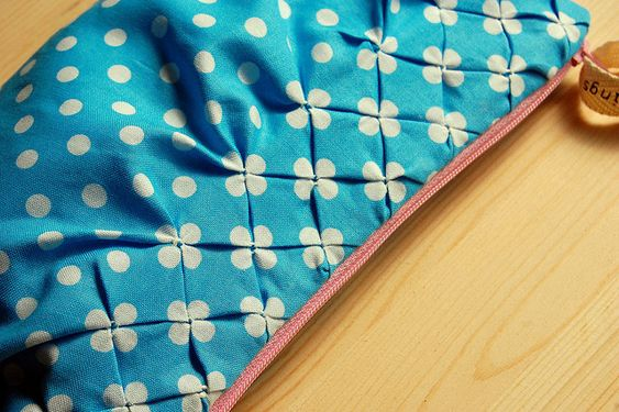 DIY: polka dot smocking: Polka Dots, Polkadot, Sewing Tips, Smocking Tutorial, Sewing Smocking, Polka Dot Fabric, Dot Smocking, Fabric Manipulation