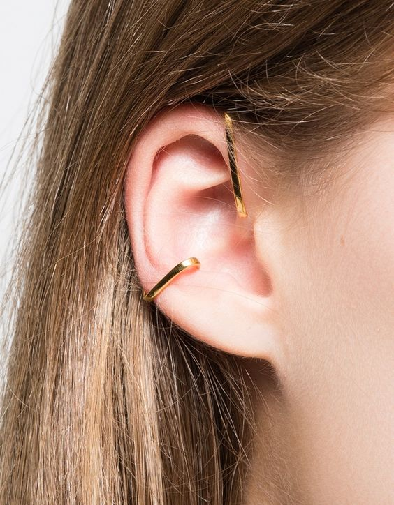 VIBE HARSLØF earrings.