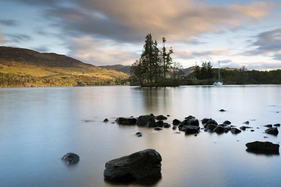 Loch Ness: Schottisches Hochland, Schottland | 12 britische Wahrzeichen, die danach schreien, das Versteck eines Bond-Bösewichts zu werden