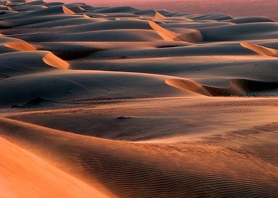 Die Wahiba Sands im Osten des Oman erstrecken sich über eine Fläche von rund 12.500 Quadratkilometern.