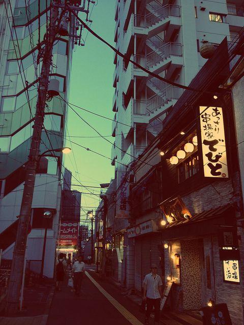 Corridor in Tokyo, Tokyo Prefecture, JP. - Chelsea Hicks (seafaringwoman f/flickr)