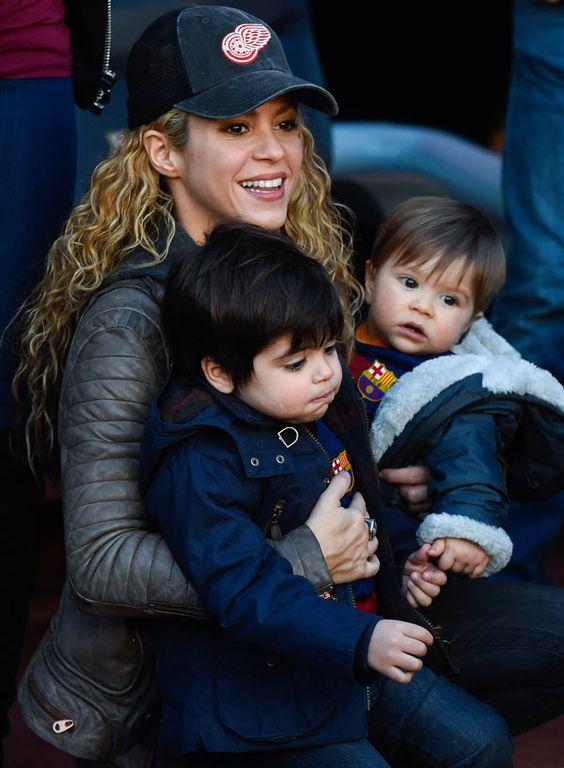 Shakira busca cómo salir de gira sin descuidar la educación de sus hijos