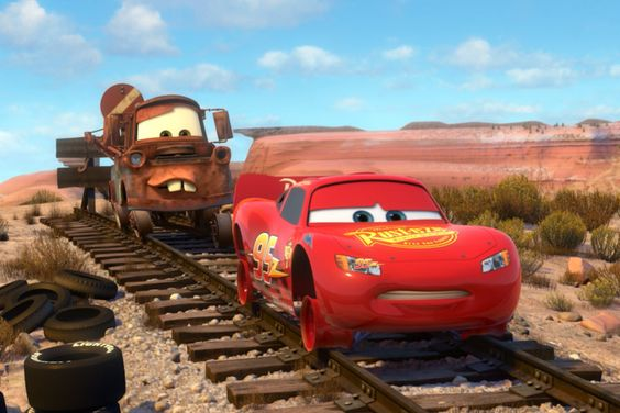 カーズのメーターとマクィーン線路を歩く画像