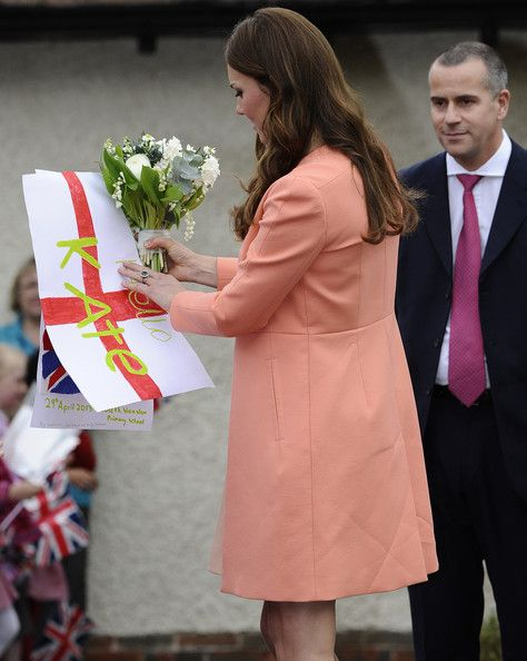 Kate Middleton Photos - Pregnant Catherine, The Duchess of Cambridge visits Naomi House Children's Hospice to Celebrate Children's Hospice Week in Hampshire. - Kate Middleton Visits a Children's Hospice