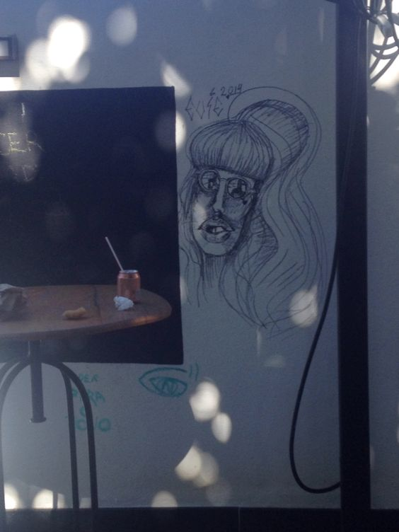 Caricatura na parede da faculdade una