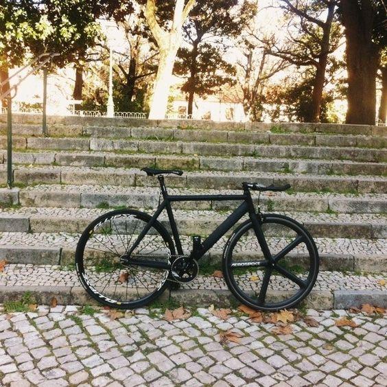 #vscocam #vsco #fixedgear #fixie #rodagira #bicirodagira #ridelisboa #fixedgearportugal #trackbike #commuter