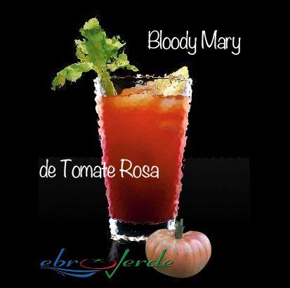 Cóctel Boody Mary con Tomate Rosa.  Ingredientes para la receta original de Bloody Mary:  - 1 parte de zumo de limón - 3 partes de vodka - 6 partes de zumo de tomate rosa, muy muy frío - unas gotas de salsa Worcestershire - unas gotas de tabasco - sal y pimienta recién molida - mucho hielo - para adornar: un tallo de apio y una rodaja de lima o limón.   Descubre la correcta elaboración de este cóctel pinchando en el enlace que te adjuntamos, y ... ¡A disfrutar!