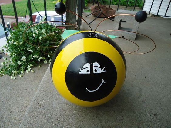 bowling ball yard art, crafts, Bee ignore the green tape it is holding the wings in place while they dry