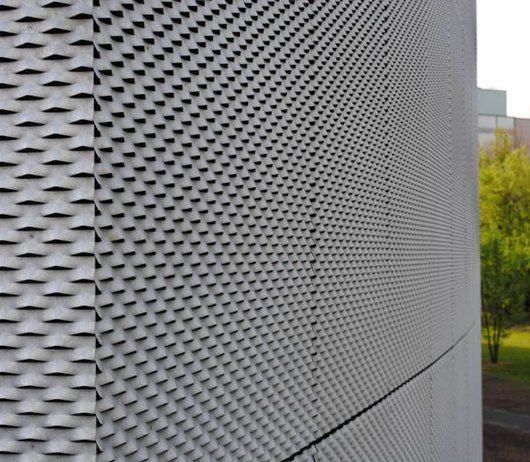 Feuerverzinkte Fassade des Oeconomicums der Universität Düsseldorf von Ingenhoven Architects #Fassade #Feuerverzinken #Stahl #Metall