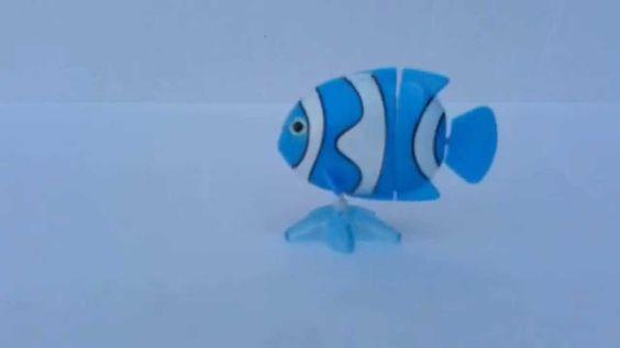 Pesci e squali per il bagnetto ..... Carica la molla e divertiti con i pesci e gli squali che nuotano nella tua vasca .....