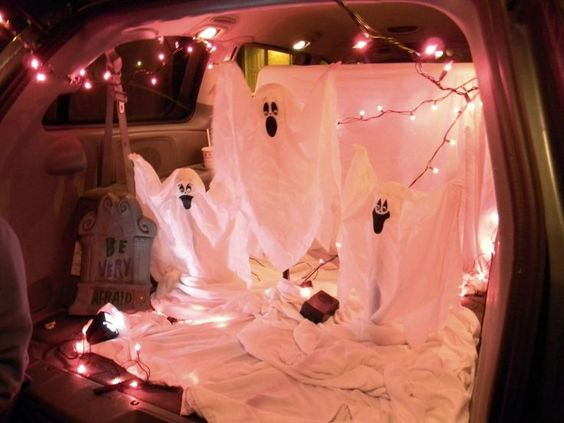 Great Idea for a trunk or treat, awesome idea with twinkle lights!!
