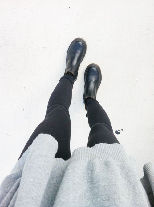 chelsea boots, oversized, grey, simple, autum, look, outfit, casual, comfy, cozy