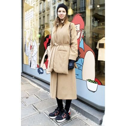 バッグやシューズで冬の着こなしに個性をプラス! パリの最新スナップ。|ファッション(流行・モード)|VOGUE JAPAN