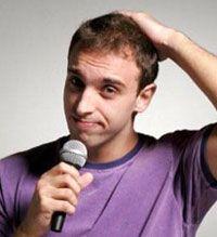 O comediante Léo Lins fará um pocket show gratuito de seu stand-up comedy na Fnac barraShopping, nesta segunda feira, 25 de março.
