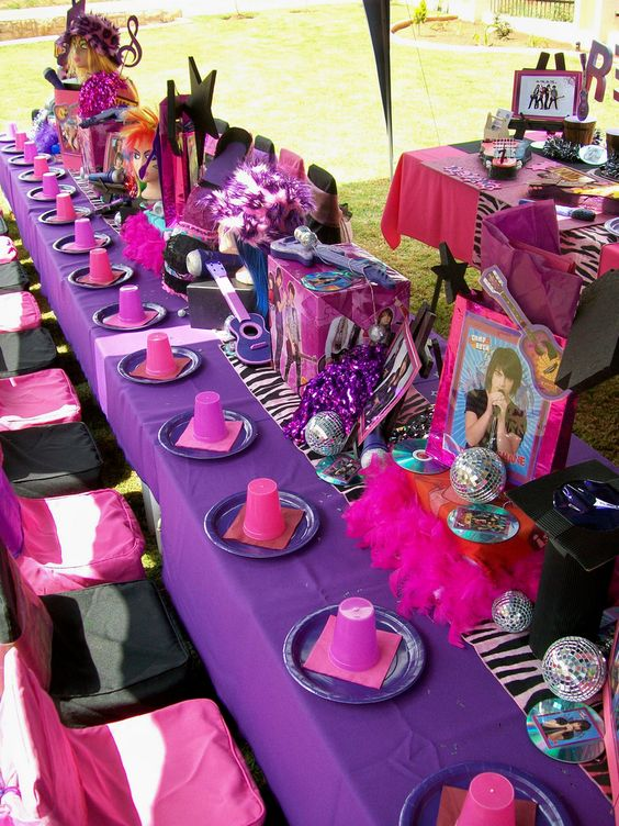 Decoracion Karaoke Party ~ camp rock party Table Styling A Justin Bieber party for Ryanne  )