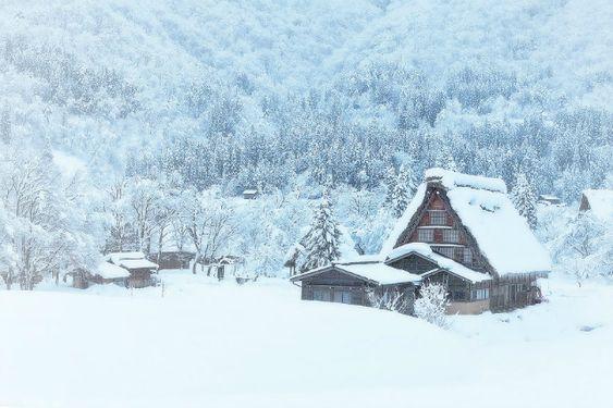 20 maisons perdues dans les montagnes pour être seul au monde !   Actualités SeLoger