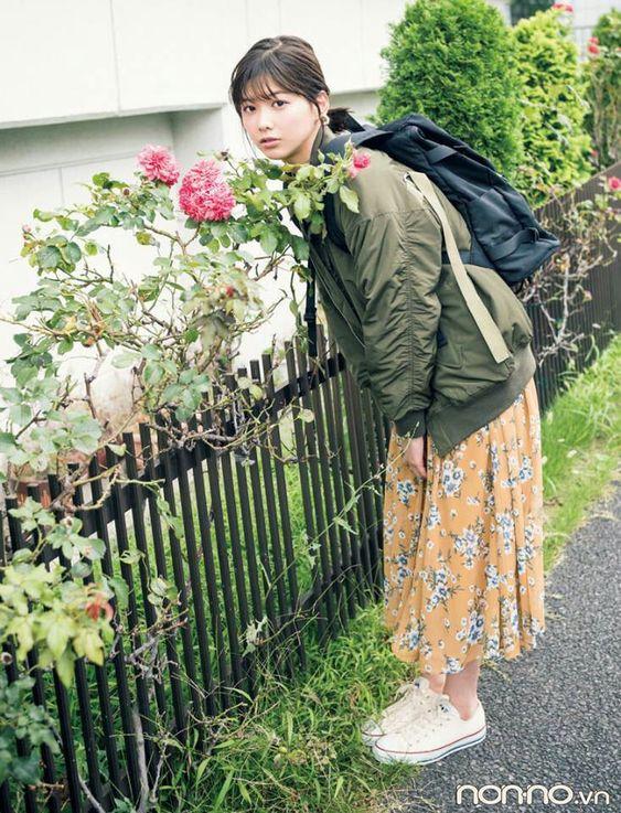 花柄スカートの渡邊理沙