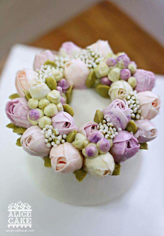 the ace and deuce of piping tips for flowers