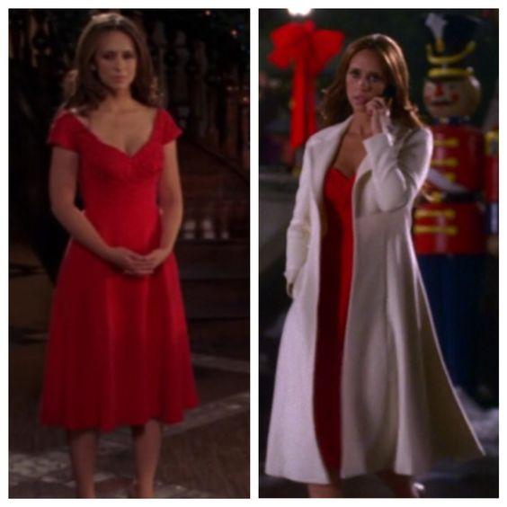 """Melinda Gordon's (Jennifer Love Hewitt) red dress and long white coat on Ghost Whisperer Season 3 Episode 10 """"Holiday Spirit"""""""