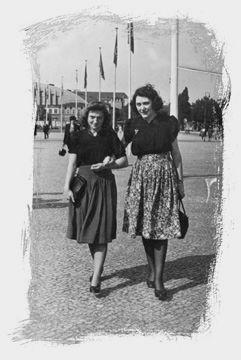 Am Prenzlauer Berg, einem Stadtteil von Berlin, lebte Frieda Adam, geborene Bauer, in der Schönhauser Allee 90, mit ihrem Mann und ihren drei kleinen Kindern. Sie war eine einfache Frau, eine Näherin, doch eine waschechte Berlinerin, mit dem 'Herzen auf dem rechten' Fleck, wie man so schön sagt. Für