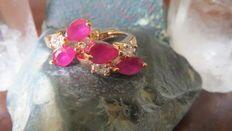 Geel-Gouden Oorbelletjes bezet met Echte Witte Topaas & Roze Robijn! Gefacetteerd!