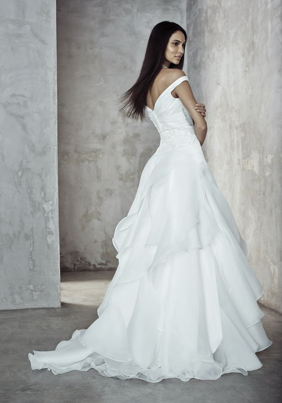 Photographer: Gerald Goh from Imagerom Studio Code: MLC-B14-20057-IVY Description: Drop shoulder straps long gown with drape wavy folds on bodice #weddings #melindalooi #melindalooiivory #ivory #bridal #weddingdress #bridaldress #weddinggown #gown #bridalgown #bride #vintage #embellishments #crystallized #swarovski #glassbeads #waterpearls #beading #beaded #tulle #frenchlace #lace #satin #silk