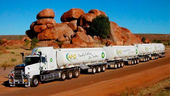 Aussie truckin' (with four-trailer train)