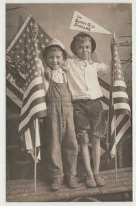 I just adore old photographs. This would be cute for a 4th of July invite!