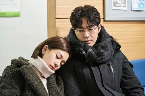 "Kang Ji Hwan Somberly Stares Down At Baek Jin Hee In ""Feel Good To Die"""