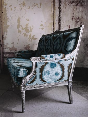 Upholstered chair in Kimono-Bluemoon:
