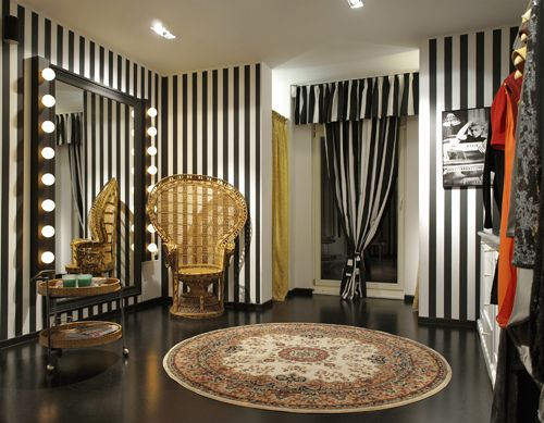 small clothing store interior design - Google Search | shoots ...