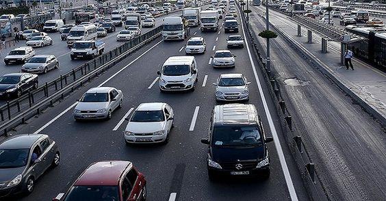 Trafiğe kayıtlı araç sayısı yüzde 4,95 arttı Trafiğe kayıtlı araç sayısı, 2014'te bir önceki yıla göre yüzde 4,95 artarak 18 milyon 828 bin 721'e yükseldi.  http://www.portturkey.com/tr/otomotiv/53655-trafige-kayitli-arac-sayisi-yuzde-495-artti