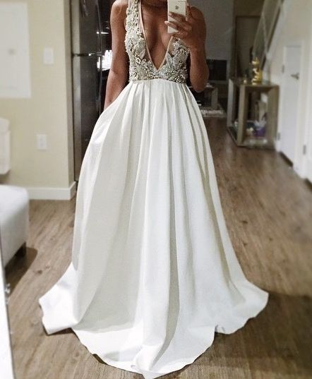 such a pretty wedding dress: