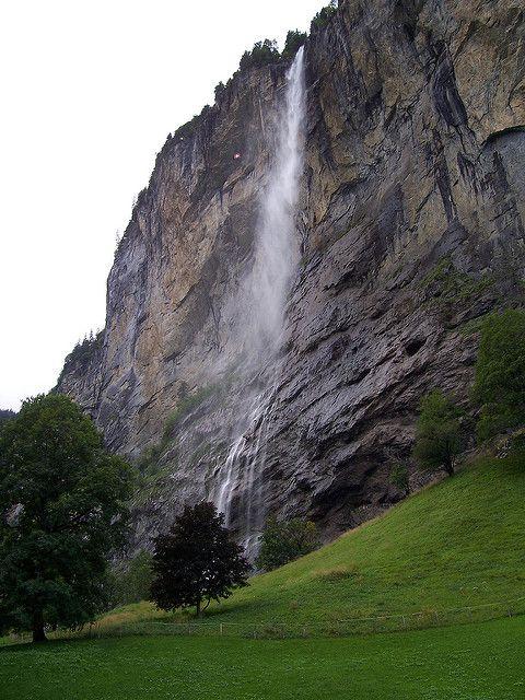 Un valle abrupto con 72 cascadas, en Suiza (Lauterbrunnen) - 101 Lugares increíbles