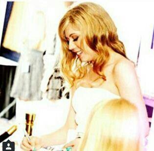 Jennette dando autografos
