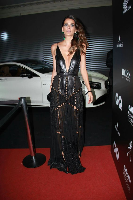Vestido maravilhoso Helo Rocha! Preto com decote! Black dress!